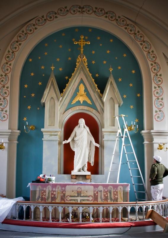 Nymålat altare i Ingelstorps kyrka